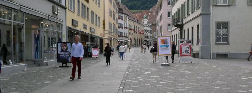 Wegführung mit Belagsband in der Altstadt von Chur